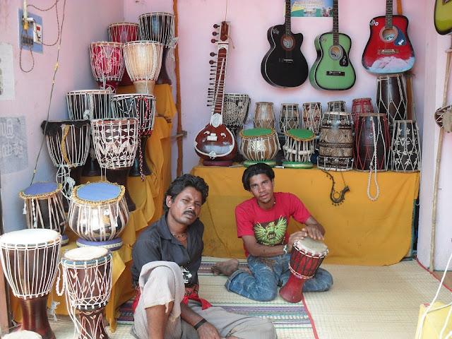 Магазин музыкальных инструментов в Индии