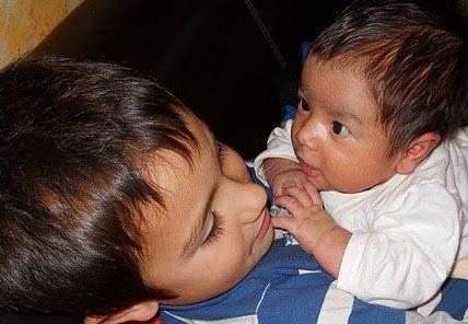 Aprendiendo de Adrián y Gael Blog de nuestra amiga Yasmin. Madre y criadora con apego y con corazón