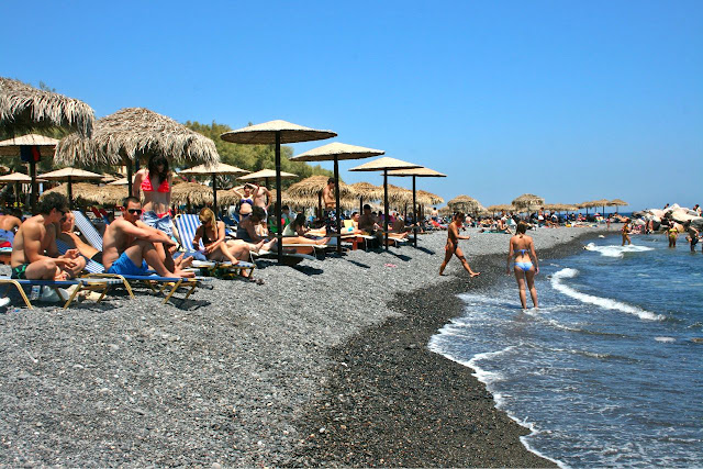 Santorini playa de arena negra, Grecia