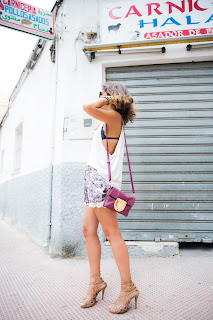 http://4.bp.blogspot.com/-aMKrkUKs5yM/UhWBaIhhLII/AAAAAAAAY7w/ayTQmkiTVdg/s1600/Floral_Shorts-Lace_Up_Sandals-Su_Shi_Bags-Street_style-Outfit-54.jpg