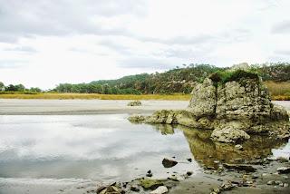 Playa de Barayo, vista con roca