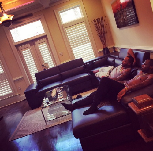 Davido shows off inside his house in atlanta it is beautiful for Living room decoration in nigeria