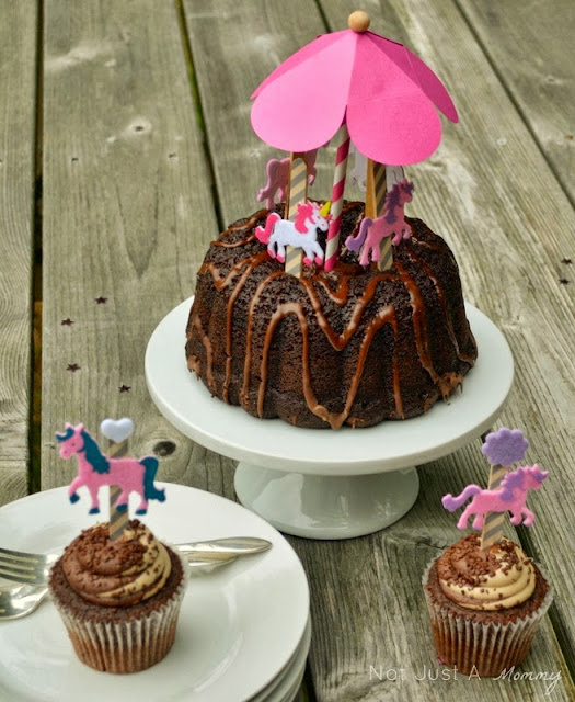 DIY carousel cake topper with cupcake toppers