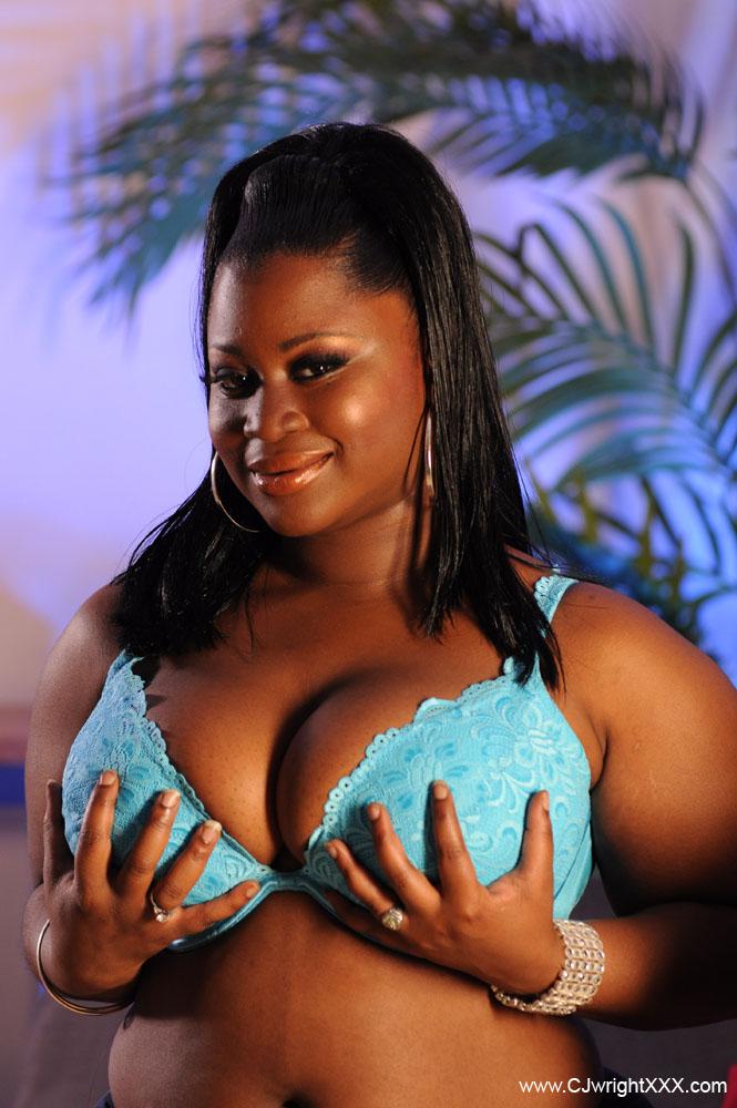 MZ BOOTY BIG BOOBS.com hot