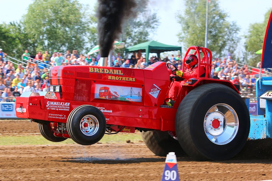 Pro Stock Pulling Tractors : Tractor pulling news pullingworld changes at