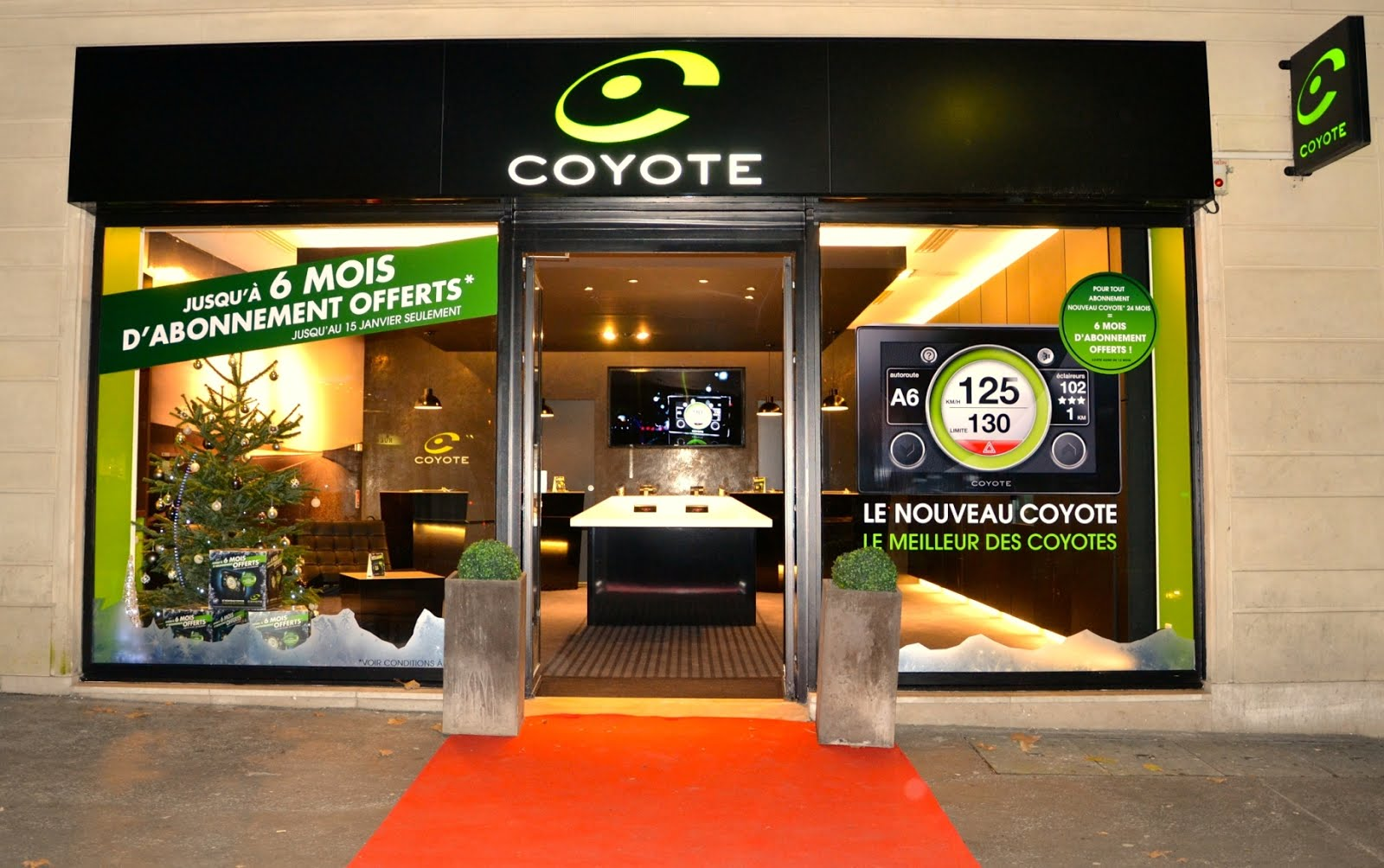 voiture communicante coyote store paris une vitrine de la marque pr s des champs elys es. Black Bedroom Furniture Sets. Home Design Ideas