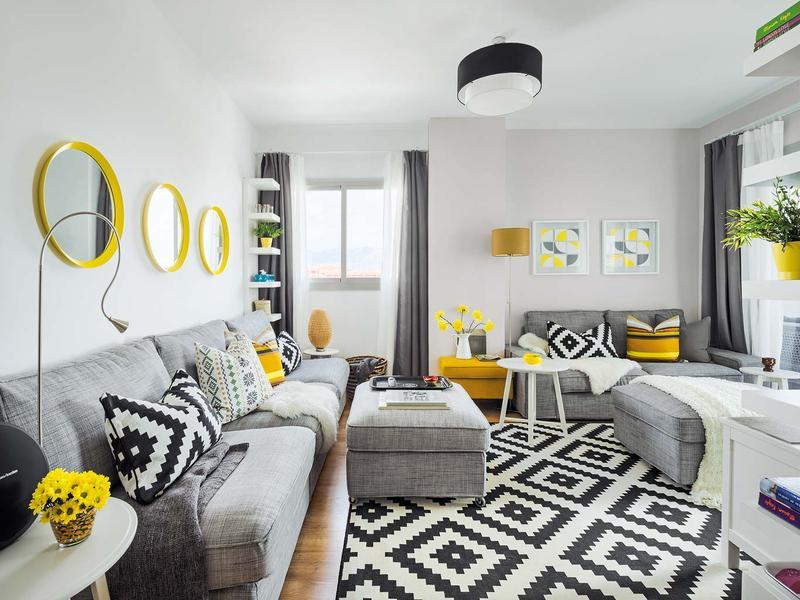 Accente vesele de galben, albastru și roșu într-un apartament din Malaga