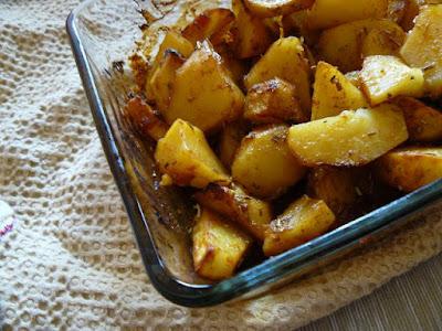 Słodko-pikantne ziemniaki glazurowane w chili
