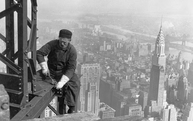 Old picture of the Empire State Building construction, New York City