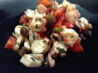 insalata di polpo, pomodorini e olive