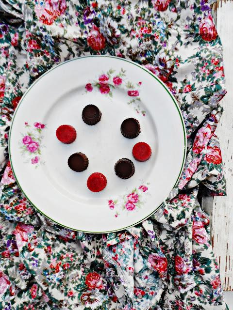 Domowe czekoladki z musem malinowym