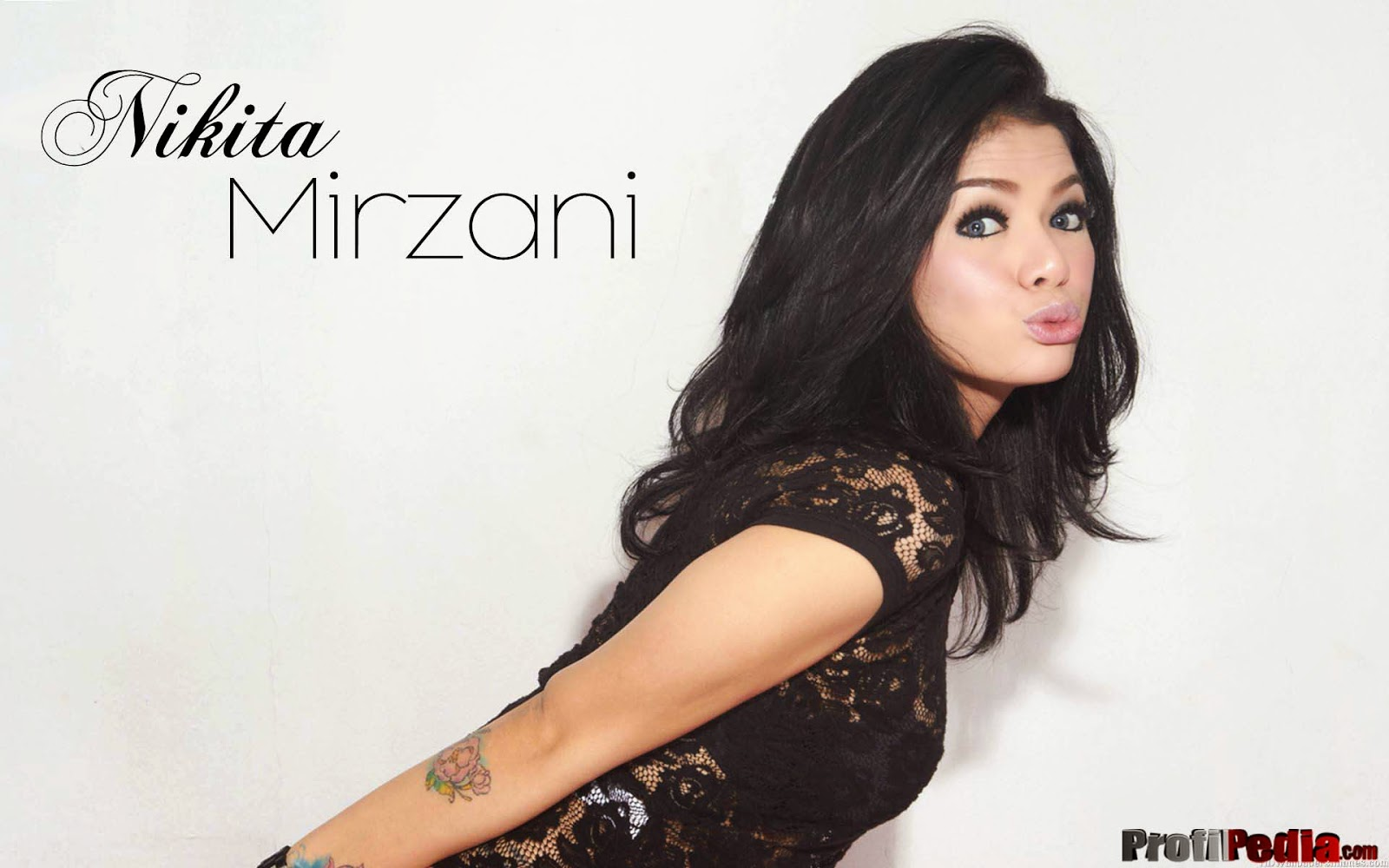 Wallpaper Nikita Mirzani