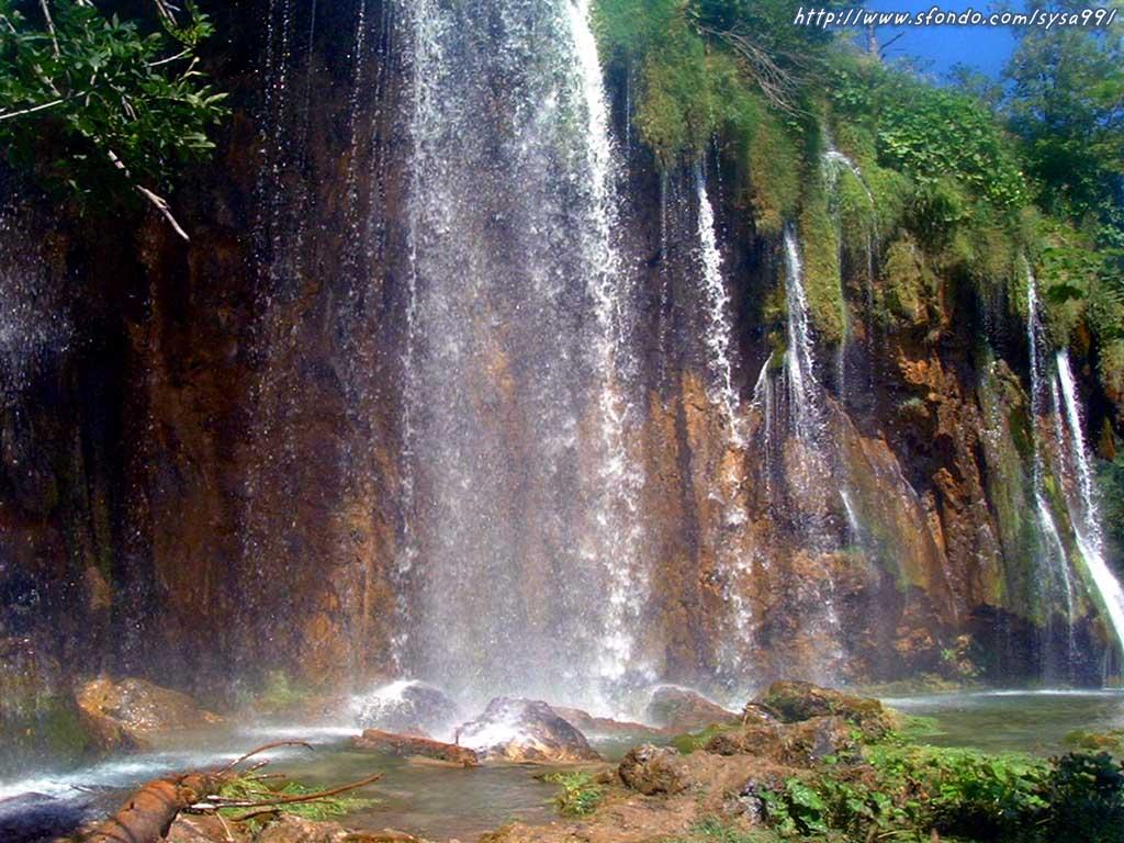 http://4.bp.blogspot.com/-aNrXAl7Kjt4/TviJHRMBCgI/AAAAAAAAAlI/6QDSvqYkwLc/s1600/paesaggi-waterfall-wallpaper.jpg