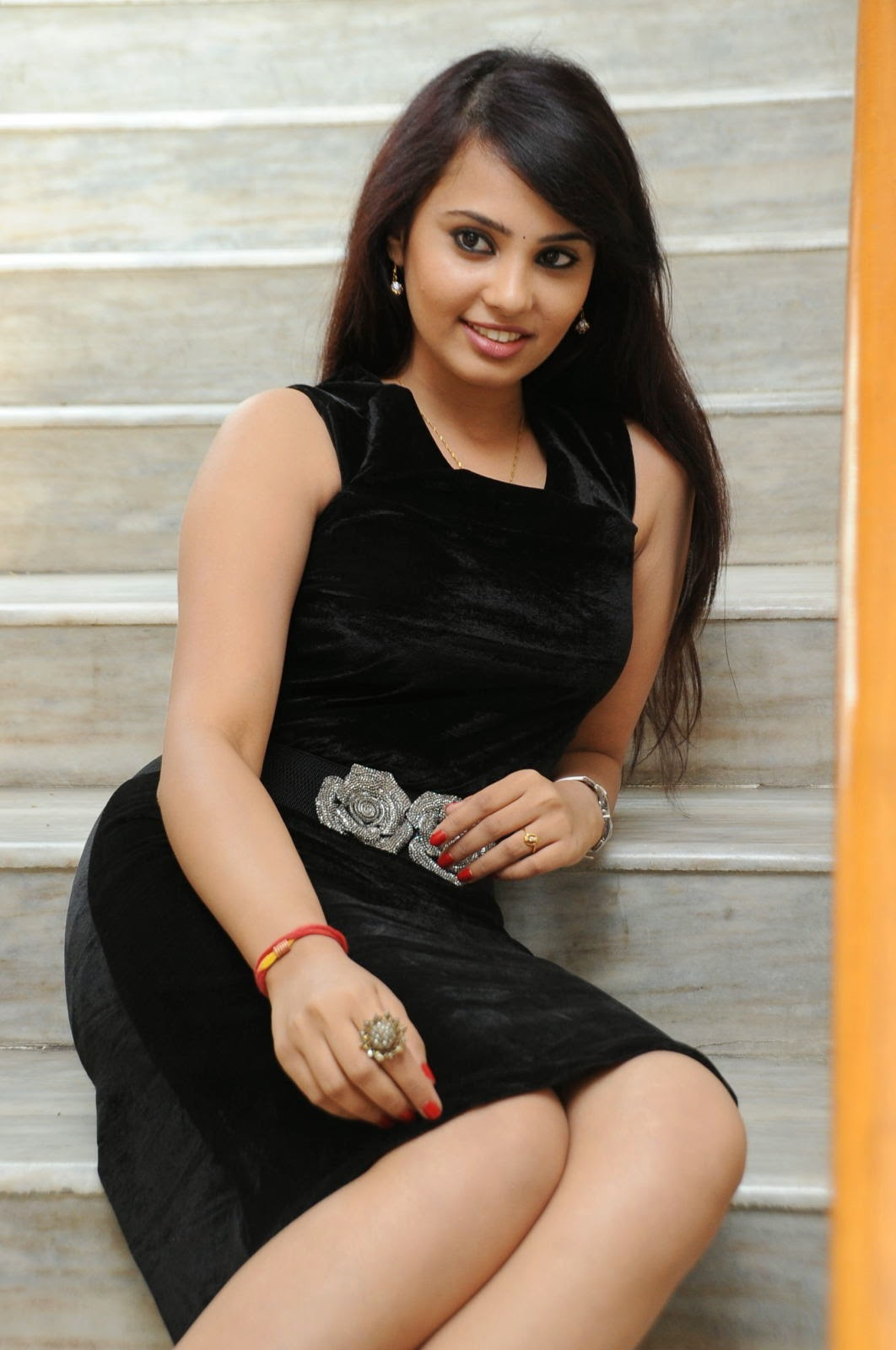 Actress Aarushi Glamorous Photos in Black-HQ-Photo-16