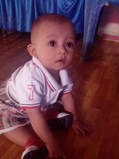 bayi duduk manis