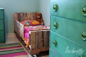 si quieres ver otras camas hechas con palets haz click aqu