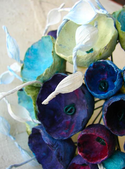 Matrimonio ecologico bouquet dipinto a mano con fiori di carta verdi acquamarina