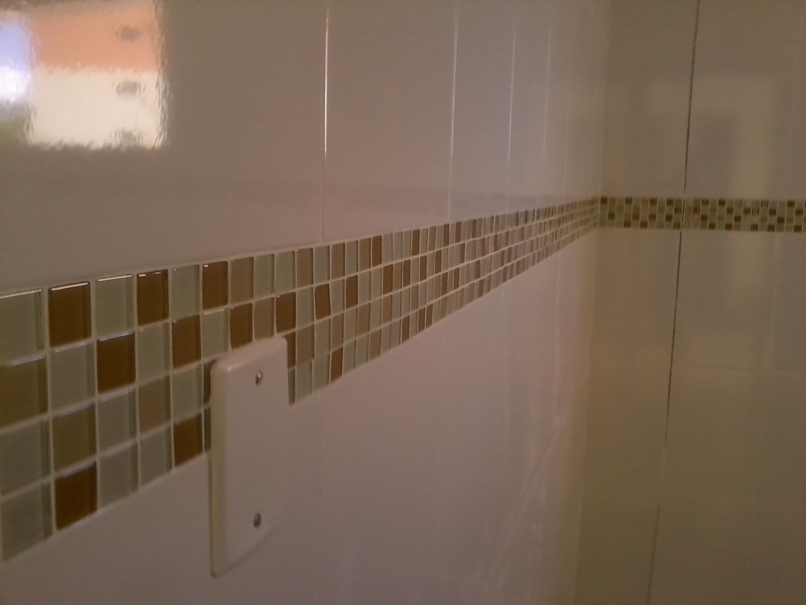 APARTAMENTO EM REFORMA: ''cozinha e banheiro pastilhas''  #4A361A 1600x1200 Banheiro Com Pastilhas Marron