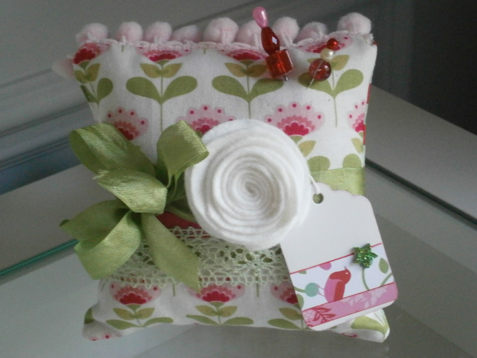 Aok 39 s paper stuff and more pincushions for christmas for Craft ideas to sell