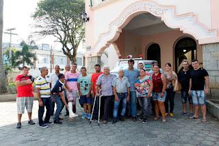 Moradores de Água quente comemoram o retorno da ambulância que atende a região