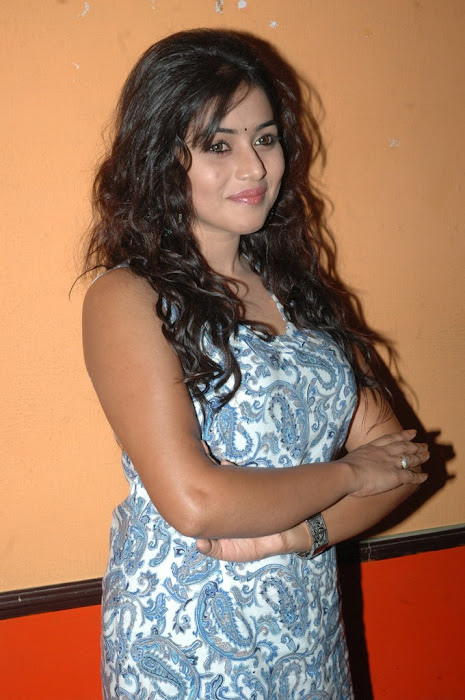 Poorna Cute Photo Gallery Actress hot photos