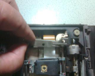 Langkah Kedua Dalam Memperbaiki Optik PS2 (4)