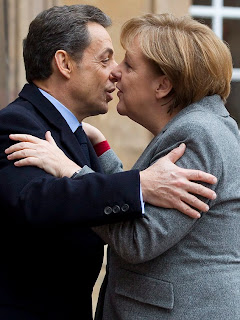Funny pictures kiss Merkel and Sarkozy