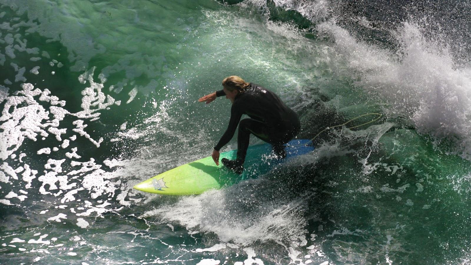 http://4.bp.blogspot.com/-aPDfmSAiSXc/T27uSXNoYSI/AAAAAAAAC0U/WFtMeUcR7pw/s1600/Great+Wave+For+Surfing+Wallpaper+1.jpg