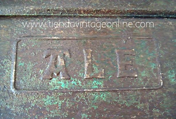 Caja industrial de metal oxidado auténtico estilo industrial Marca ALE.