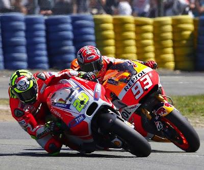Satu Sama, Iannone Ingin Kembali 'Colek-colekan' dengan Marquez!
