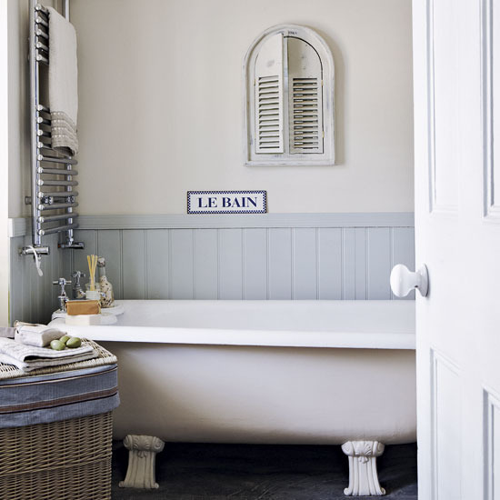 It would be fun to see a bathroom with bathroom signs in all different  languages  The  le bain  signs are always popular in shabby chic bathrooms. To da loos  Decorating with Bathroom signs