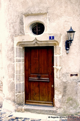 Portes et fenêtres, Olliergues, Puy-de-Dôme, Auvergne.