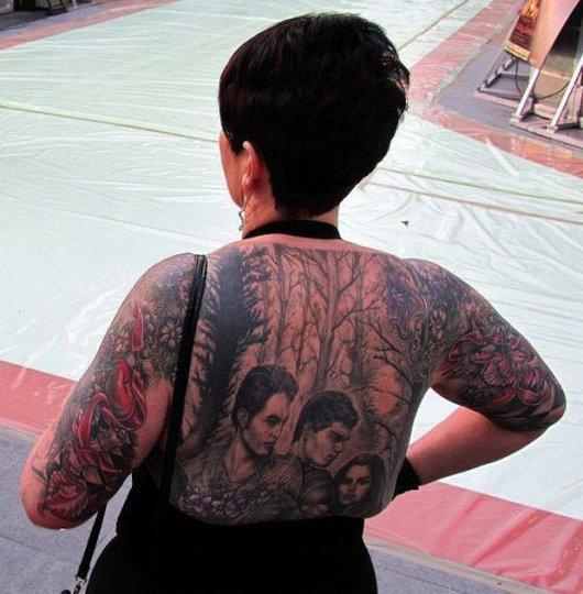 imagens, humor, wtf, Vergonha alheia: mulher fanática tatua metade do corpo em homenagem a Saga Crepúsculo, eu adoro morar na internet