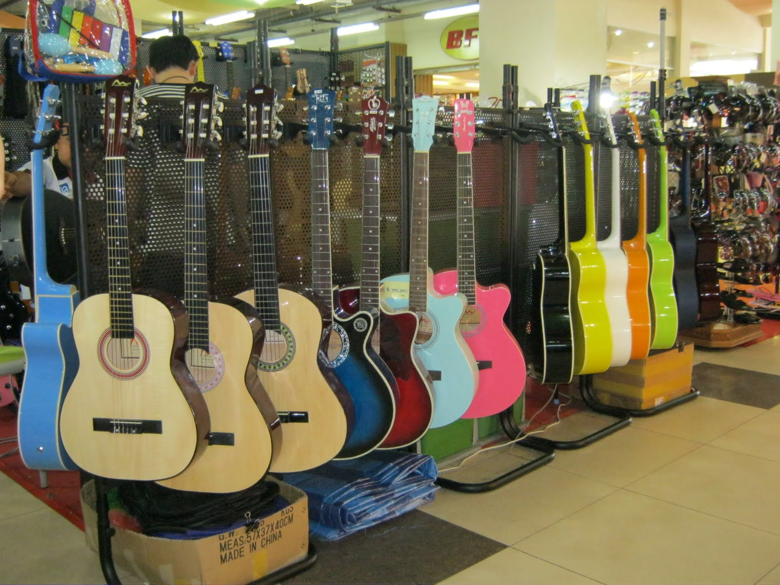 ikapalas batam pameran gitar terlengkap di nagoya hill
