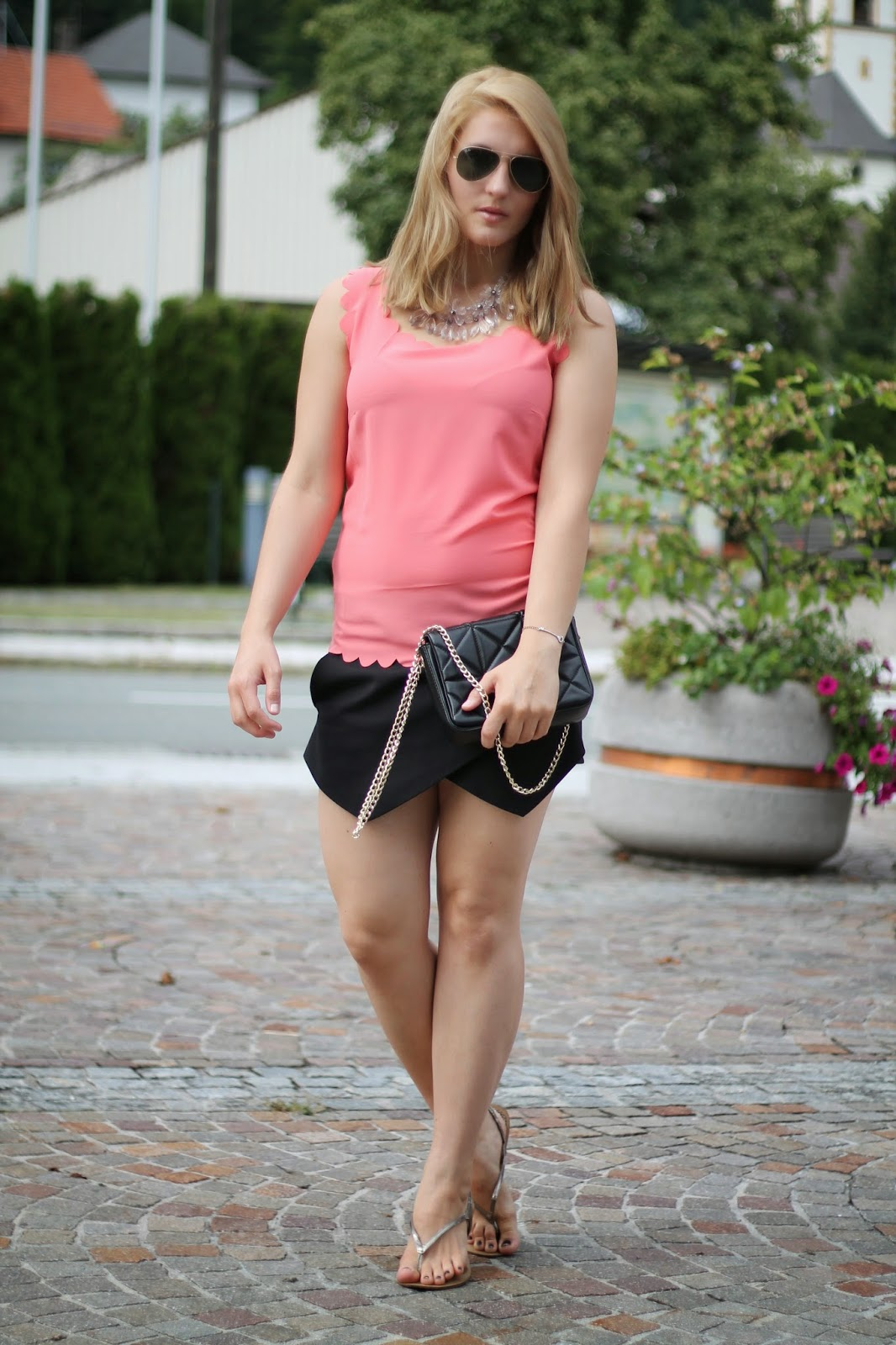 Fashionblogger Austria / Österreich / Deutsch / German / Kärnten / Carinthia / Klagenfurt / Köttmannsdorf / Spring Look / Classy / Edgy / Summer / Summer Style 2014 / Summer Look / Fashionista Look /   / Summer Look / Skorts / Black Skorts Zara / Top Oasap / Streetstyle / Ray Ban Aviator / Elegant Look / Look for the evening / Apricot Top / Silver Flats /