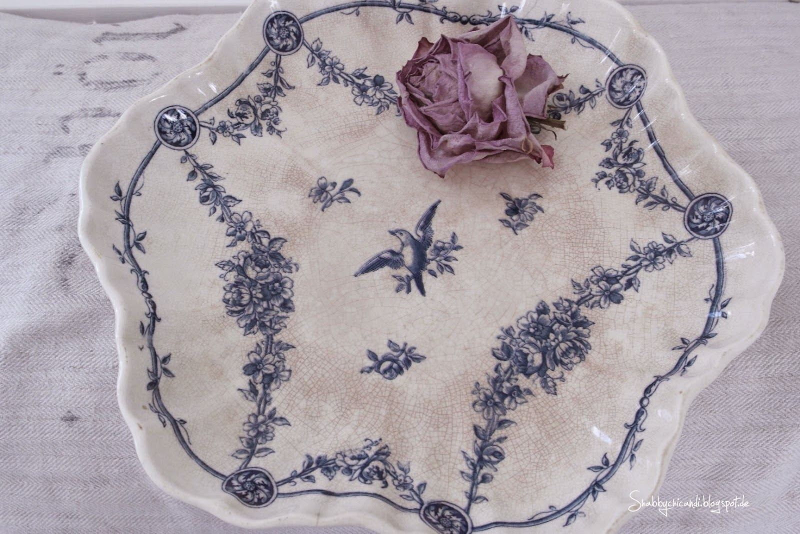 alte Keramik Schale aus Frankreich mit blauer Verzierung