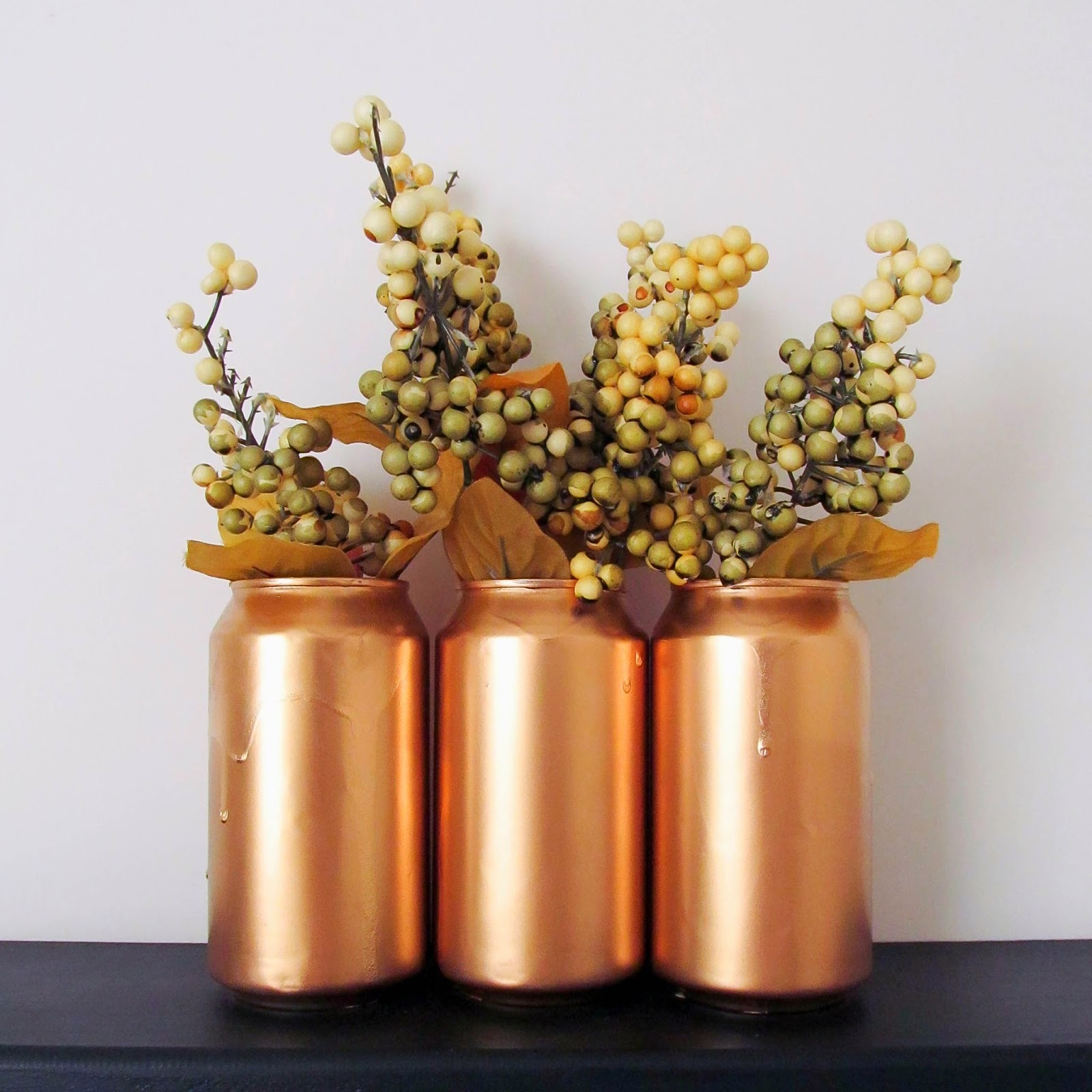 http://muslinandmerlot.blogspot.com/2014/05/soda-can-vase-or-cup.html