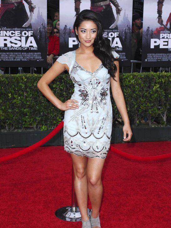 shay mitchell foto. Shay Mitchell Model Fashion