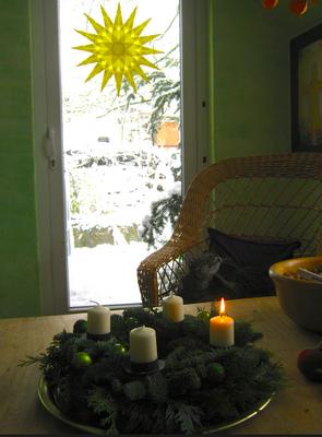 1. Advent zuhause, Transparentstern am Fenster, Waldorf