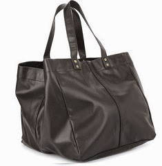 Van Heusen Hand-held Bag(Black) worth Rs.2395 for Rs.958 Only @ Flipkart