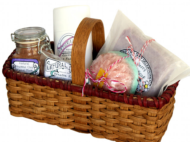 Homemade Mother's Day Gift Idea - Handmade Spa Bath and Beauty Gift Basket with Printable Labels