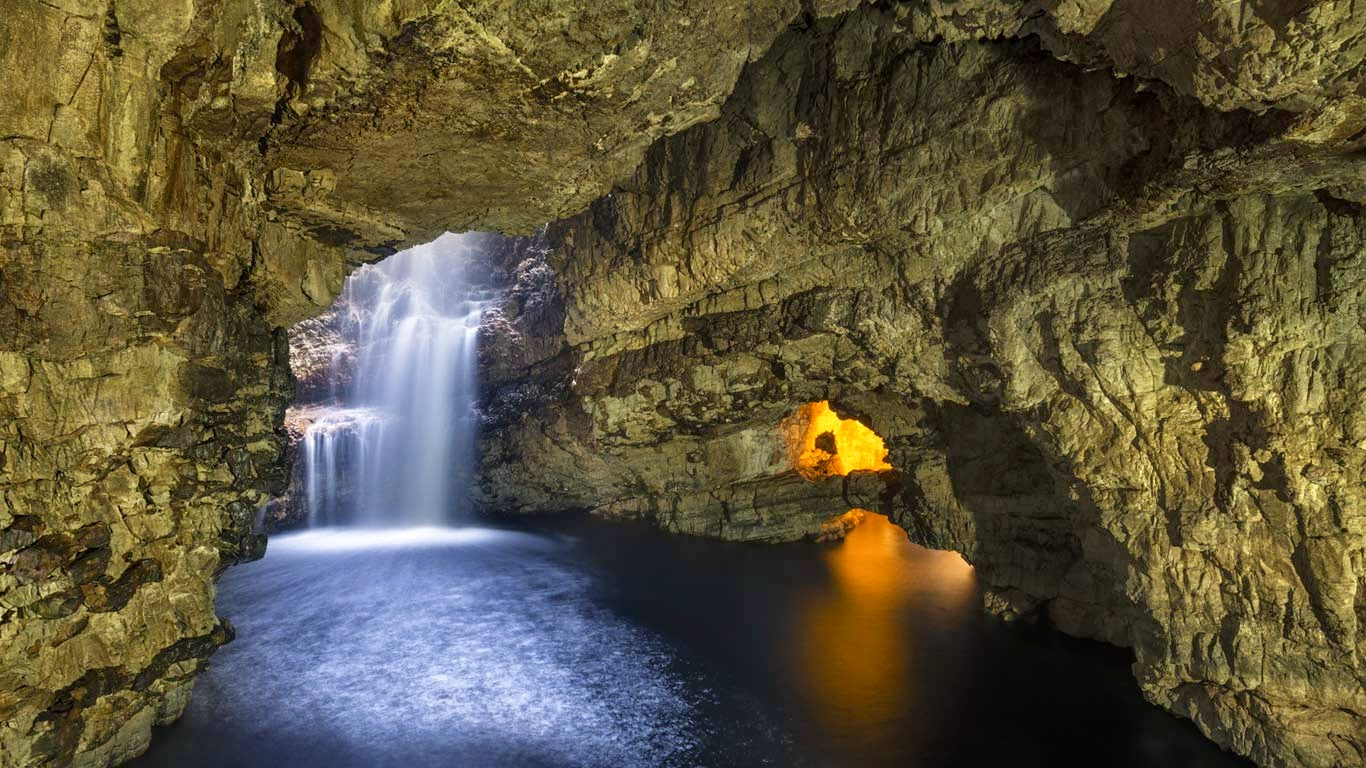 Smoo Cave in Durness, Scotland (© GS/Gallery Stock) 458