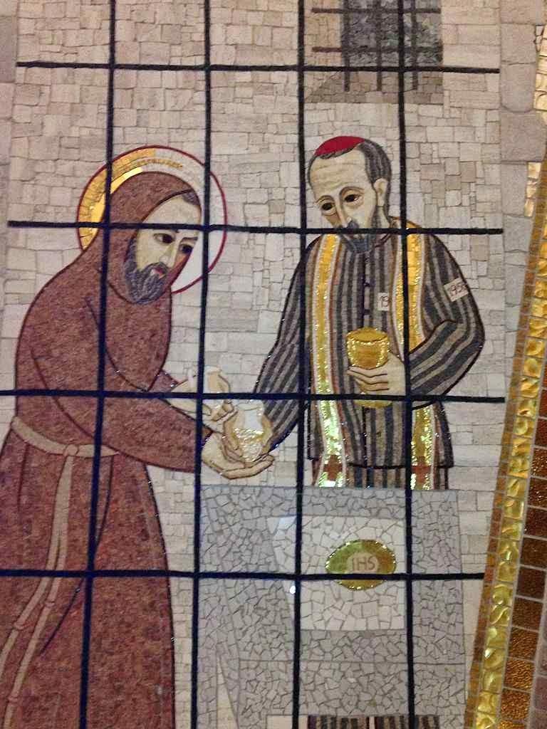 Bilocação do Padre Pio: mosaico na cripta do Santuário, San Giovanni Rotondo.