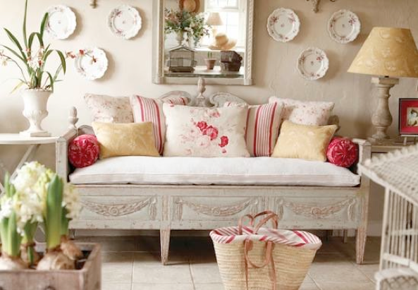 French country style trash to treasure furniture pieces - Salones estilo shabby chic ...