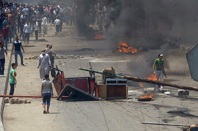 صور تُنشر لأول مرة لأحداث ميدان الجيزة ونفق الهرم أثناء مذبحة الفض 1460071_10202477303354307_1311056648_n