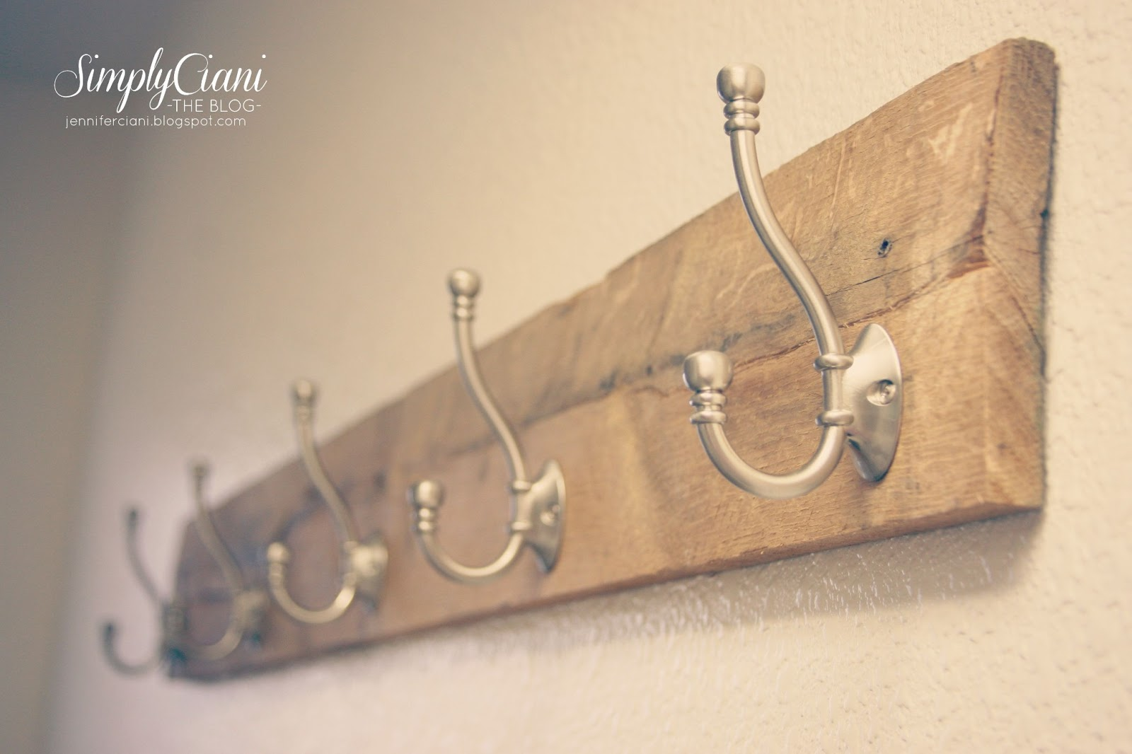 Simply Ciani: Diy Pallet Coat Rack