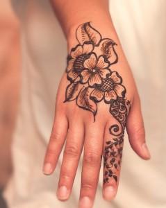banco del tiempo de monz n taller de tatuaje con henna. Black Bedroom Furniture Sets. Home Design Ideas