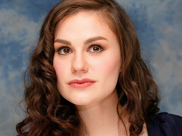 Anna Paquin Biography and Photos
