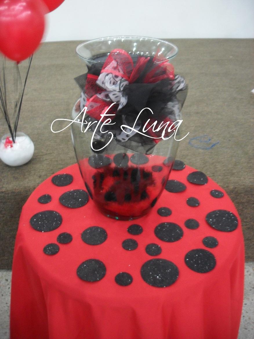Arte luna decoracion 15 a os en rojo y negro - Decoracion en rojo ...