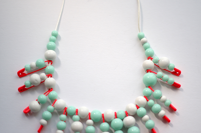DIY Beaded Statement Necklace. Step-by-step tutorial designed by Xenia Kuhn for www.fashionrolla.com